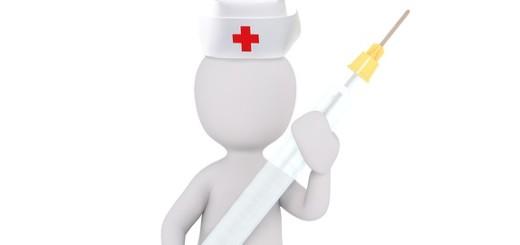 sestra s injekční stříkačkou